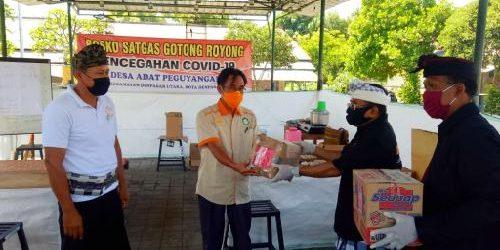 Dukung Satgas Gotong Royong Covid-19 Desa Adat Peguyangan, Rai Wirajaya Sumbang Masker dan Sembako