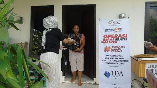 Gelontorkan Puluhan Paket Sembako, TDA Bali Bantu Warga Terdampak Corona