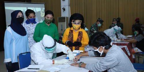 Ketum Dharma Pertiwi Tinjau Rapid Test di Markas Komando Korps Marinir