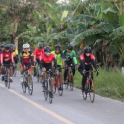 Bersepeda Susuri Hutan Taman Nasional Wasur, Cara Danrem 174/ATW Sosialisasikan New Normal