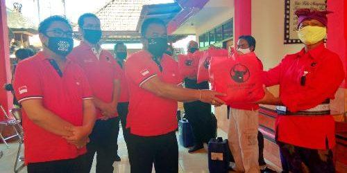 Cegah Covid-19, Kader Banteng Moncong Putih Denpasar Gelontorkan 50 Liter Desinfektan kepada 43 Ranting