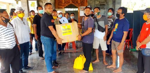 """Serahkan Bantuan Paket Sembako di Br. Umah Anyar, Dauh Wijana: """"Kita utamakan warga yang tak tersentuh bantuan"""""""