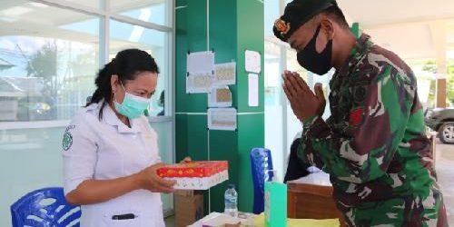 Yonif 411 Kostrad Bagikan Makanan bagi Tenaga Medis di RSUD Merauke
