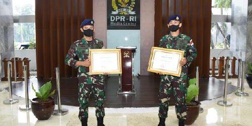 Kehadiran TNI Beri Solusi Kebutuhan Masyarakat, Dua Prajurit TNI AL Terima Apresiasi dari Ketua MPR RI