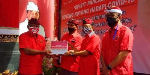 """Di Hari Lahir Pancasila PDI Perjuangan Bali Bagikan 30 Ton Beras, Wayan Koster: """"Ini kerja kerakyatan nyata untuk masyarakat"""""""