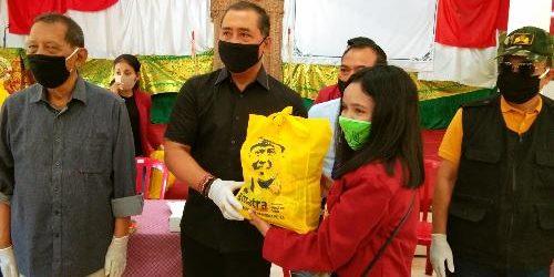 Gus Adhi Bantu Paket Sembako kepada 50 Mahasiswa Stispol Wira Bhakti