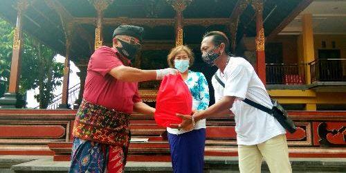 Usung Spirit Bulan Bung Karno, Rai Wirajaya Salurkan 477 Paket Sembako bagi Warga Terdampak Covid-19