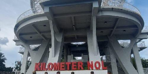 Di Tugu Kilo Meter Nol Indonesia, Alumni Akabri '95 Salurkan 200 Paket Sembako