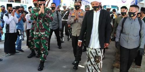 "Kunjungan ke Ponpes Subulul Huda Kembangsawit, Panglima TNI: ""Para santri harus selalu jaga protokol kesehatan"""