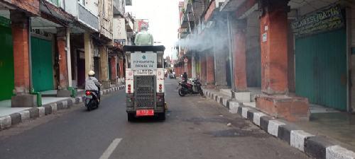 GTPP Denpasar Semprotkan Desinfektan di Kawasan Jalan Gajah Mada