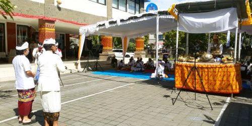 """Dari ITB STIKOM Bali, Doa Spiritual """"Shanti Puja Samgraha"""" Menggema Netralkan Alam Semesta"""
