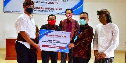KPw BI Bali dan Rumah Aspirasi Rai Wirajaya Salurkan Bantuan 2.400 Paket Pangan kepada Warga Terdampak Covid-19
