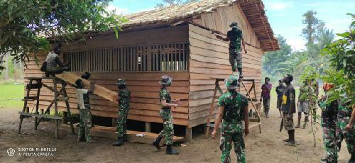 Satgas Yonif 125/SMB Gotong Royong Bangun Ruang Belajar PAUD di Perbatasan