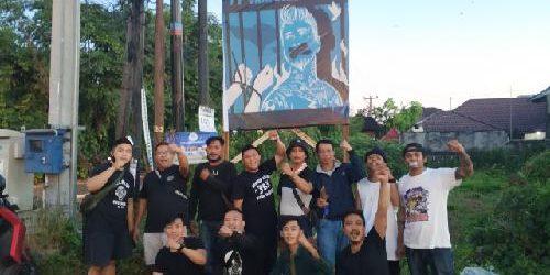 """Solidaritas Terhadap Jerinx Meluas, Baliho """"Bebaskan Jrx SID, Saya Bersama Jrx"""" Berdiri di Denpasar dan Tabanan"""