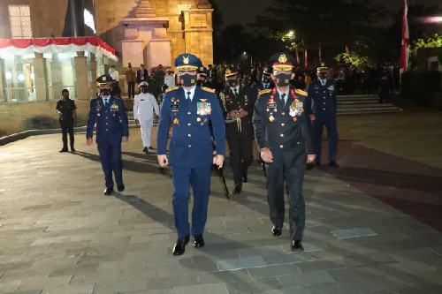 Panglima TNI dan Kapolri Hadiri Apel Kehormatan dan Renungan Suci
