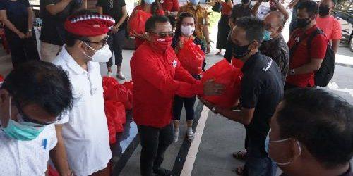 Rai Wirajaya Salurkan Bantuan Sembako Bank Indonesia kepada Pekaseh, Pecalang, Kadus/Kaling di Denpasar