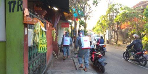 Desa Dangin Puri Kelod Lakukan Penyemprotan Desinfektan