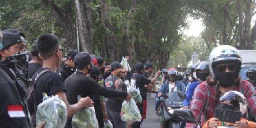 """""""Ride For JRX"""", Gowes sambil Berbagi Pangan Gratis"""