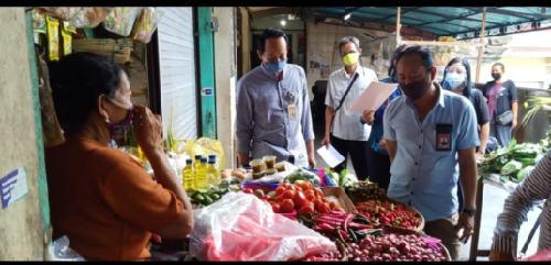 Monitoring Harga Bahan Kebutuhan Pokok di Pasar Rakyat, Daging Babi Rp.70 ribu/kg
