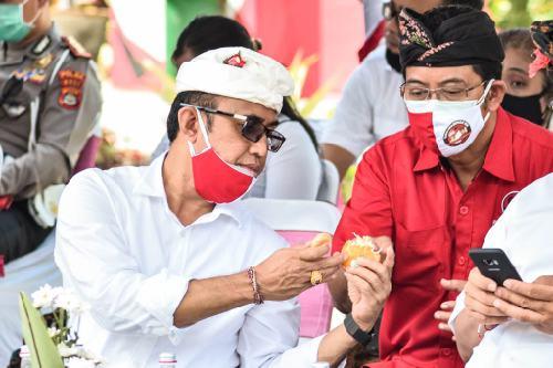 """Jaya Negara Berbagi Buah Jeruk dengan Kandidat Lain, Suteja Kumara: """"Beliau ciri sosok pemimpin rendah hati dan mau berbagi"""""""