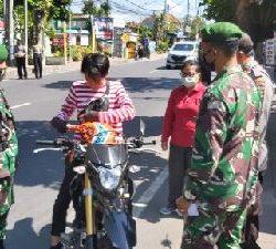 Gandeng TNI-Polri dan Satpol PP, Kelurahan Sesetan Gencarkan Pengawasan Prokes