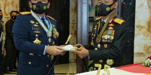 Kapolri Beri Kejutan di HUT Ke-75 TNI