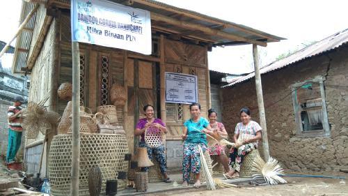 Gerakkan Usaha Crafting di Desa Sidetapa, PLN UID Bali Gelontorkan Dana 80 Juta