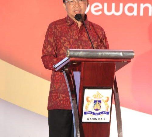 """Di Acara Pelantikan Kadin Bali, Gubernur Koster: """"Perlu penataan ulang ekonomi Bali"""""""