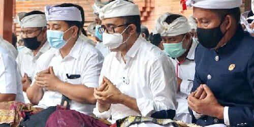 Wawali Jaya Negara Hadiri Karya Pemahayu Jagat Di Pura Prajepati Setra Badung