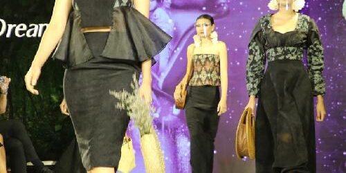 Dari Event GMAEA, Ny. Putri Koster: Fashion Show Hybrid Jadi Alternatif Ditengah Pandemi Covid-19