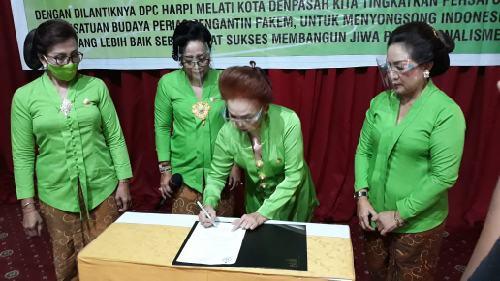 """Pelantikan HARPI """"Melati"""" DPC Denpasar, Konsisten Pada Pakem Tata Rias Adat dan Budaya Nusantara"""