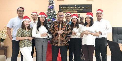 """Law Firm Togar Situmorang: """"Selamat Natal, Tuhan memberkati kita semua"""""""