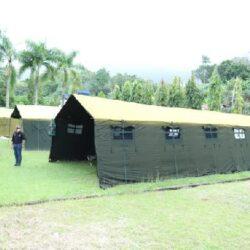 TNI Bangun Tenda Pengungsian Bagi Korban Gempa di Mamuju