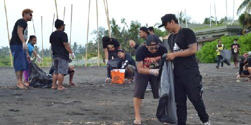 Bersihkan Pantai Purnama dari Sampah, Simpatisan JRX Harap JRX Dibebaskan