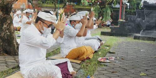 Sembahyang Hari Saraswati di Pura Jagatnatha Denpasar, Pemedek Dibatasi