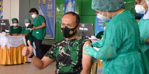 Kick Off Vaksinasi Covid-19 di Papua, Pangdam XVII/Cenderawasih Disuntik Pertama