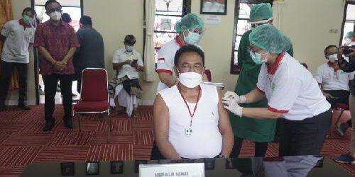 Vaksinasi Perdana di Denpasar, Walikota Rai Mantra Tak Penuhi Syarat Vaksin