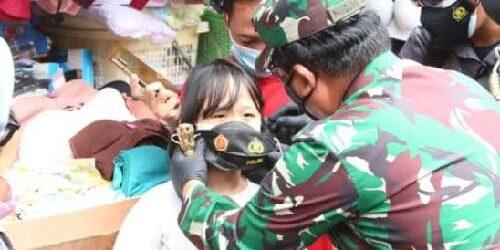 Panglima TNI dan Kapolri Tinjau Penerapan Prokes di Pasar Tanah Abang