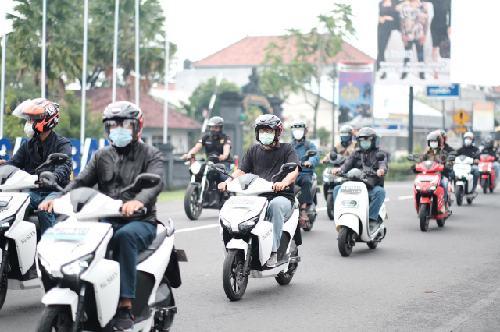 """Ngecas Kendaraan Listrik Bisa Dilakukan di Dua Tempat ini, PLN Bali: """"Infrastrukturnya terus dikembangkan"""""""