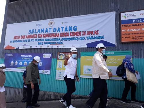 Isu Kelangkaan Pupuk di Petani, Komisi IV DPR Tinjau Gudang Pupuk di Tabanan