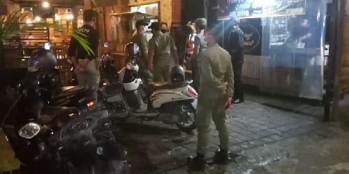 Satgas Covid-19 Kecamatan Denut Bubarkan Pengunjung Kafe