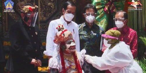 Presiden Jokowi Tinjau Proses Vaksinasi Covid-19 di Gianyar, Pariwisata Bali Bersiap Dibuka kembali