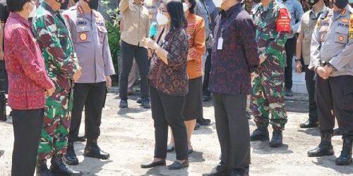 Tinjau Vaksinasi di Puskesmas II Densel, Panglima TNI dan Kapolri Dukung Sanur Jadi Zona Hijau