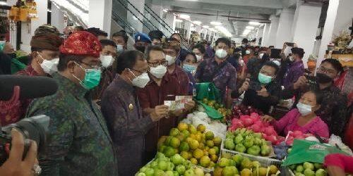 Akselerasi Implementasi QRIS di Bali Kian Meluas, Pedagang di Pasar Banyuasri Terapkan Pembayaran Non Tunai Berbasis QRIS