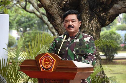 Prajurit TNI dan Alutsista Turun Bantu Korban Bencana Alam di NTT dan NTB