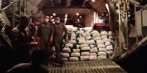 Panglima TNI Kirim 12,4 Ton Bantuan Bagi Korban Bencana Alam di NTT