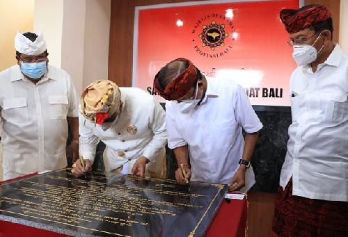 Bergaya Arsitektur Bali, Gubernur Koster Resmikan Gedung MDA Kabupaten Tabanan dan Buleleng