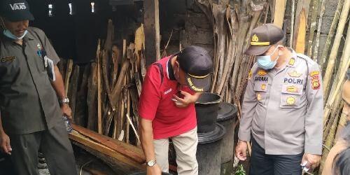 Pergub 1/2020 Lindungi Arak Bali Berbahan Lokal, Tim Terpadu Disperindag Edukasi Petani dan Pengepul Arak Bali