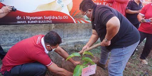 "Bupati PAS Tanam Pohon Cempaka di Desa Lokapaksa, Implementasi Bulan Bung Karno 2021 ""Wana Kerthi Taru Prana Bhuwana"""