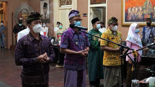 Lantik Kadiskes Buleleng, Bupati PAS Minta Bekerja Siang Malam Sukseskan Vaksinasi